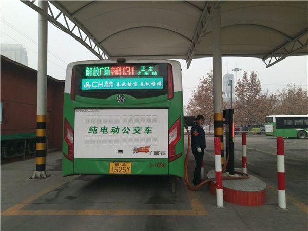 充电中的银隆新能源公交车.jpg