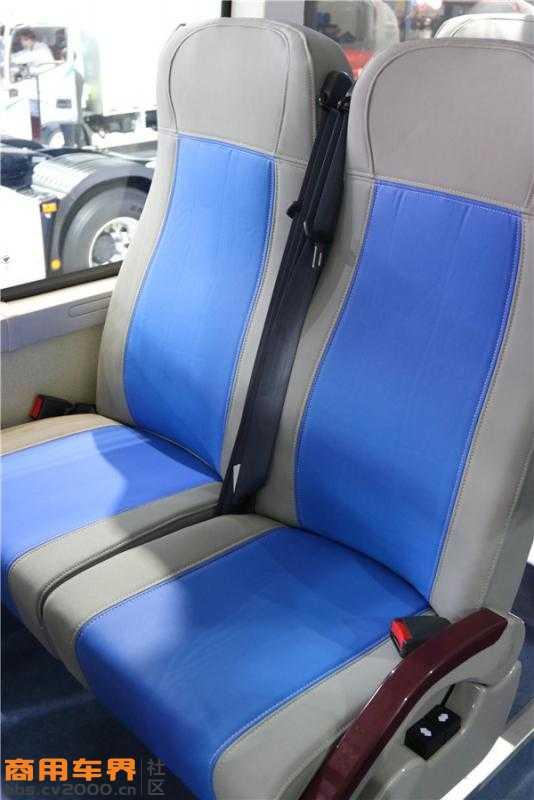 采用了人机工程学座椅.JPG
